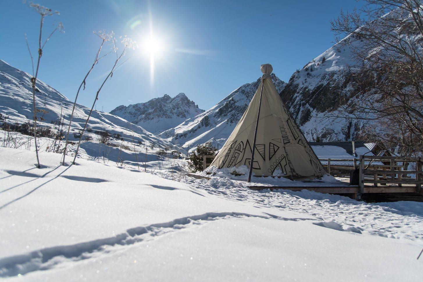 Un tipi à Valloire en hiver